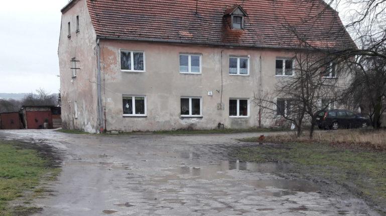 Zły stan budynku komunalnego